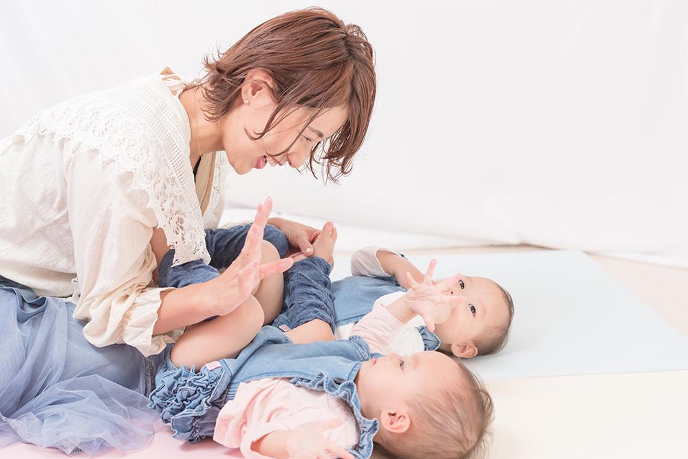 ママと双子ちゃんの写真