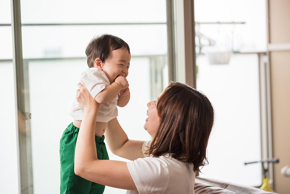 赤ちゃんとママの写真