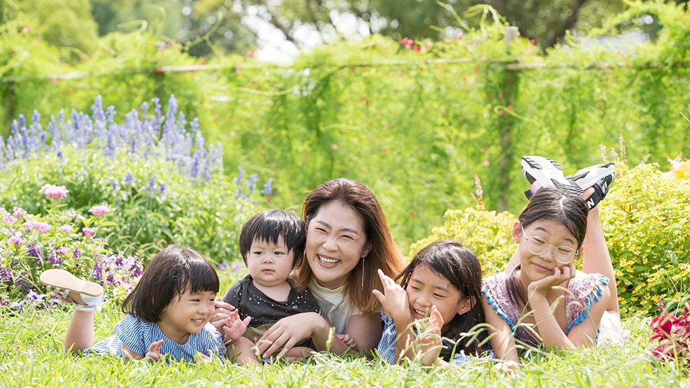 緑地公園での家族写真撮影
